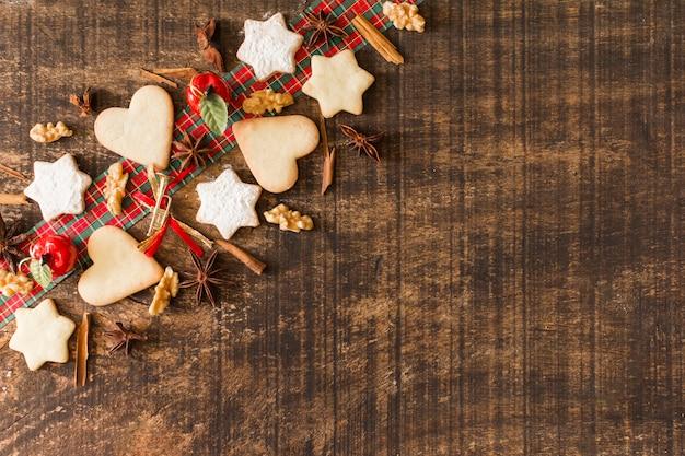 シナモンとクッキーのクリスマスの組成 無料写真