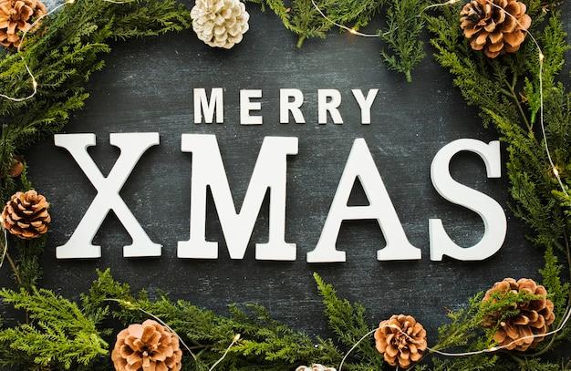 小さいコーンのメリークリスマスの碑文 無料写真
