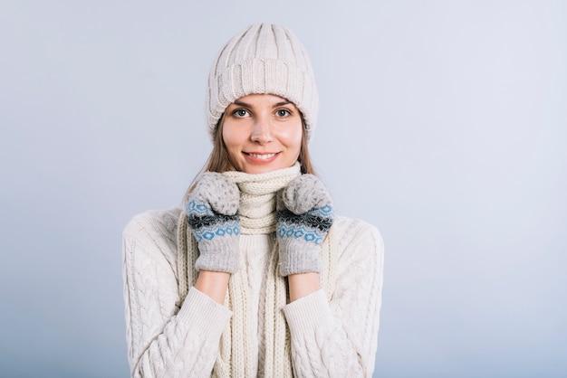女性、スカーフで首を覆う 無料写真