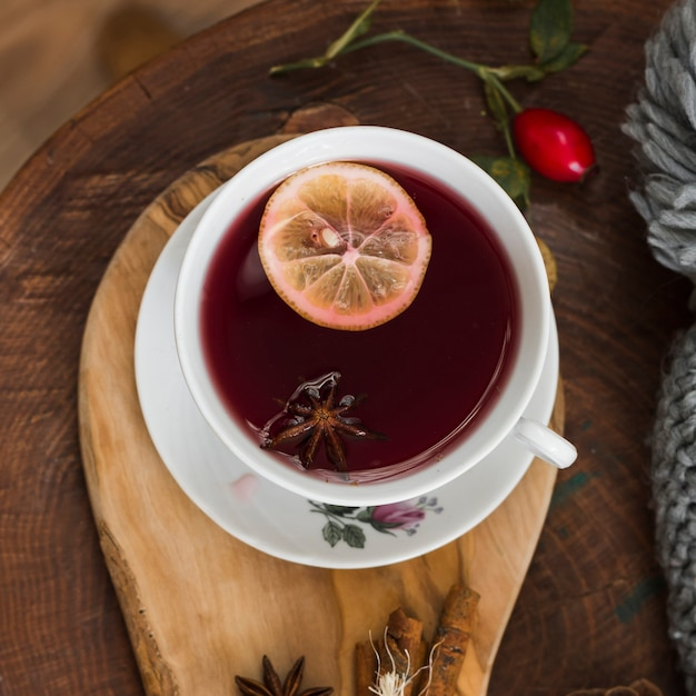 紅茶、レモン、スライス、木製、パッド 無料写真
