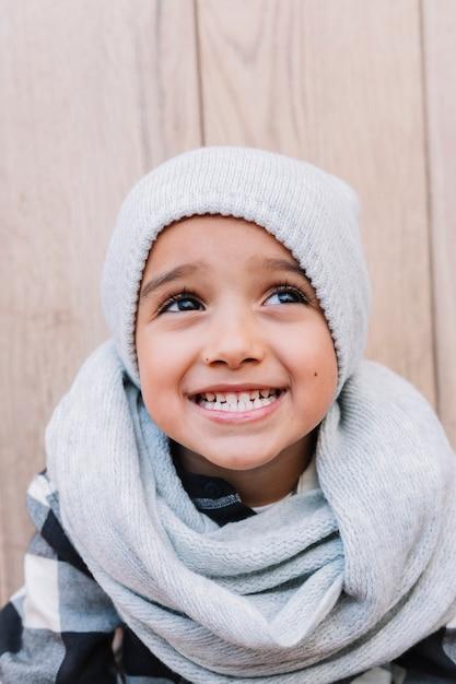 冬の服のかわいい少年 無料写真