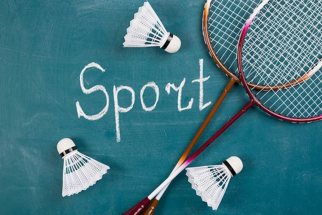 バドミントンの要素を備えた現代スポーツの構成 無料写真