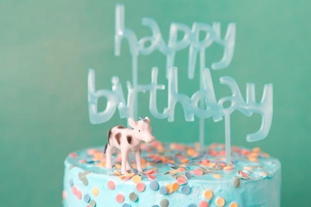 牛の青い誕生日ケーキ 無料写真