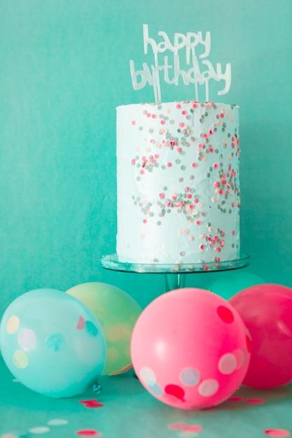 風船を使った誕生日ケーキ 無料写真