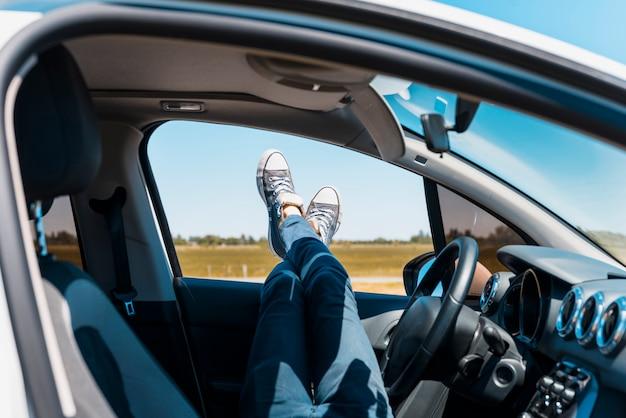 Ноги через окно автомобиля Бесплатные Фотографии