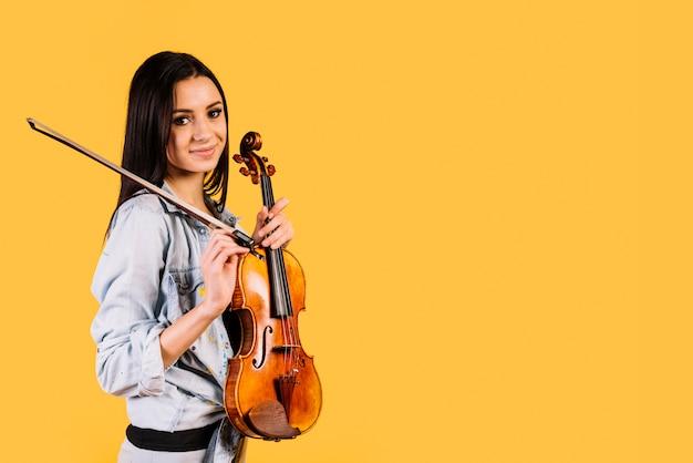 ヴァイオリンを持っている少女 無料写真