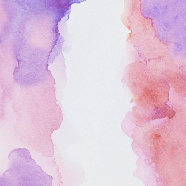 白い紙の上の紫色と彩色の塗料 無料写真