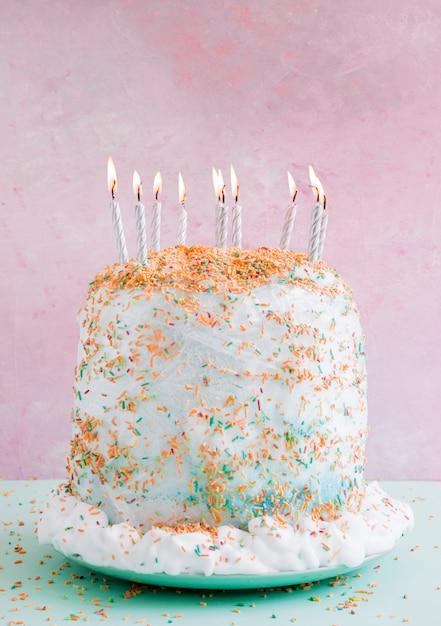 パステルカラーの誕生日ケーキ 無料写真