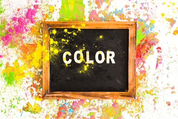 Рамка с цветной надписью между яркими сухими цветами Бесплатные Фотографии