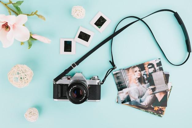 画像とネガを含むトップビューカメラ 無料写真