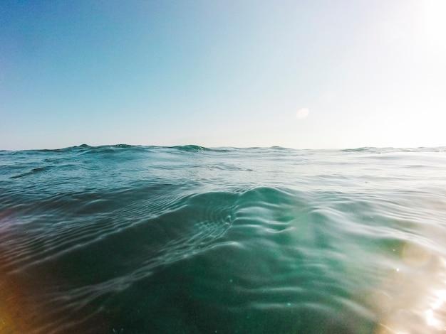 青い海の水の美しい景色 無料写真