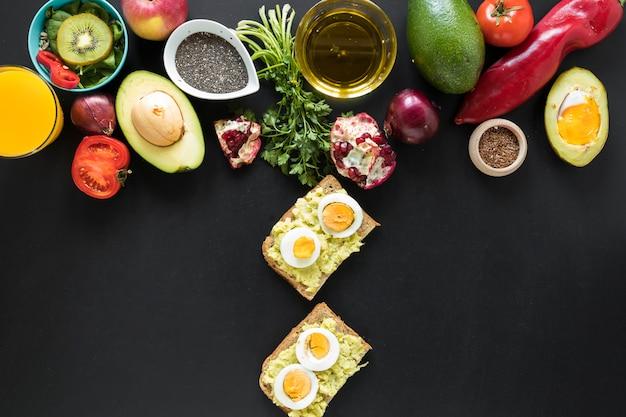 Вересковая еда и ингредиенты на черном фоне | Бесплатно Фото