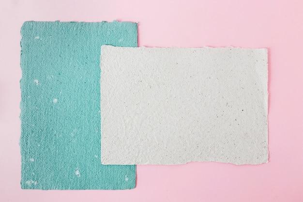青と白の紙 無料写真