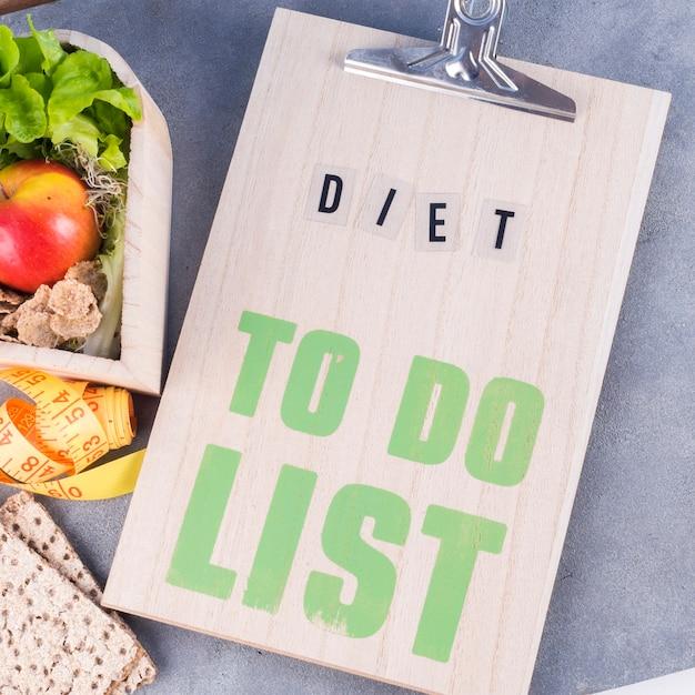 ダイエット健康食品の一覧表をテーブルにする 無料写真
