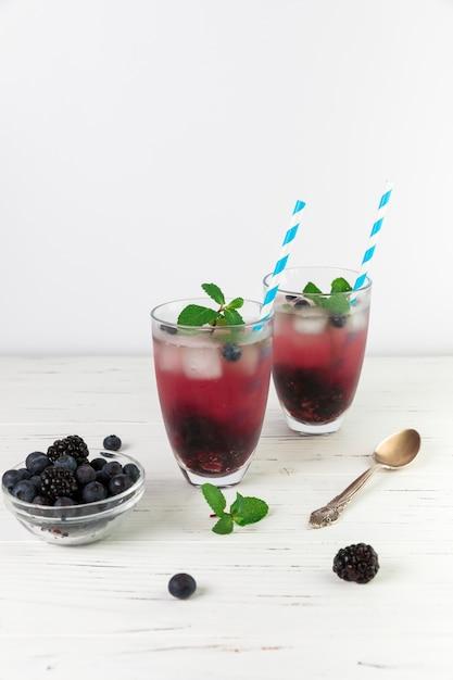 新鮮なアイスワイルドベリーのグラス 無料写真
