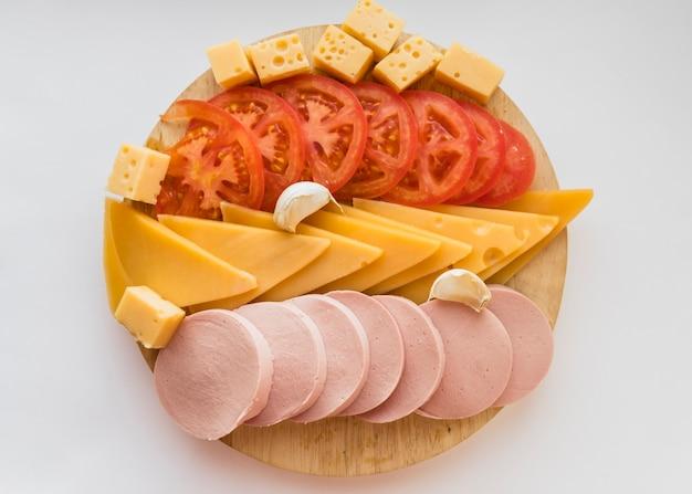 木の板に軽食のセット 無料写真