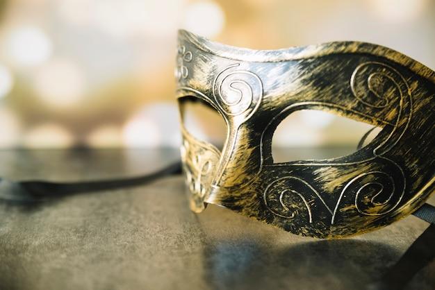 スタイリッシュな光沢のあるマスクのクローズアップ 無料写真