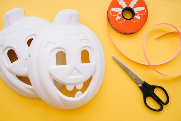 カボチャの形をしたハロウィーンホワイトマスク 無料写真