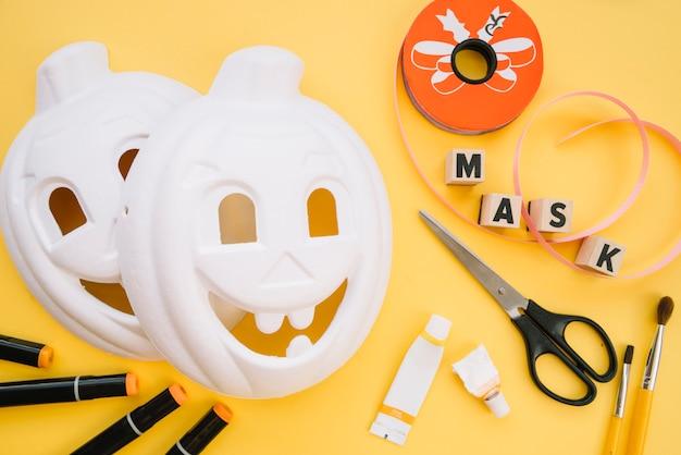 処理中のハロウィーン用モックアップマスク 無料写真