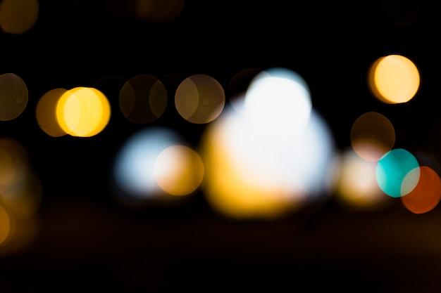 黒の背景に対して多重ボケ光 無料写真