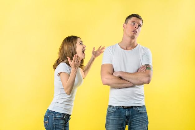 Злой молодой парень кричит | Премиум PSD Файл | 417x626