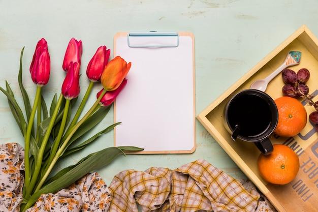 Рамка буфера обмена и композиция для завтрака Бесплатные Фотографии