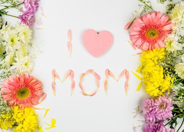 生花の間の花びらのお母さんの言葉が大好き 無料写真