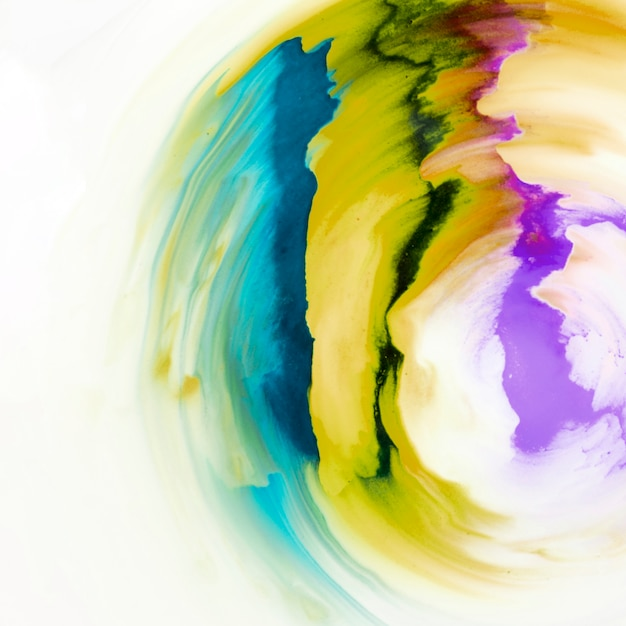白いキャンバスに描かれたカラフルな抽象的なデザインパターン 無料写真