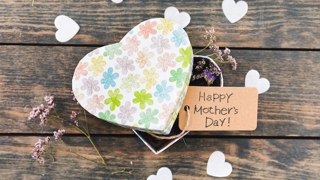 ボックスの花と幸せな母の日碑文 無料写真