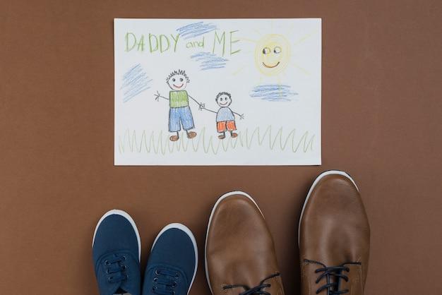 パパと私は男性と子供の靴で描く 無料写真