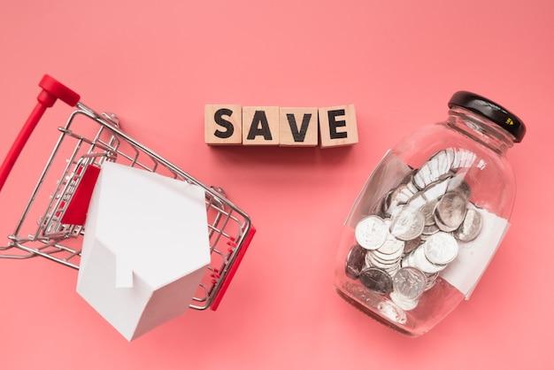 木製のキューブの瓶とショッピングカートの言葉 無料写真