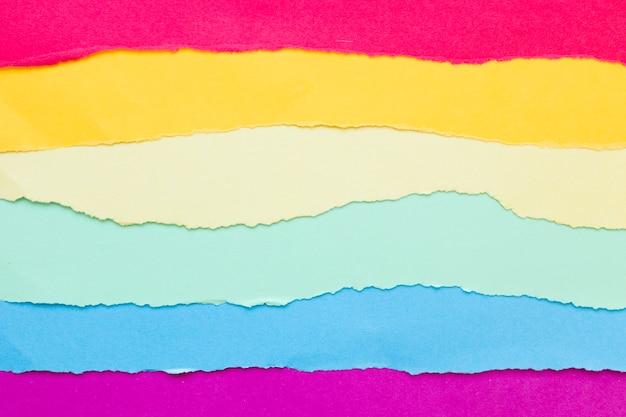 色紙で作られた虹色の旗 無料写真