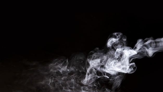黒の背景に白煙 無料写真