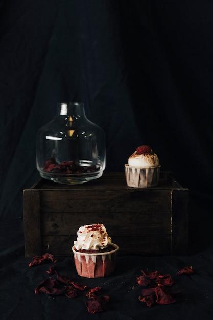 カップケーキのある静物 無料写真