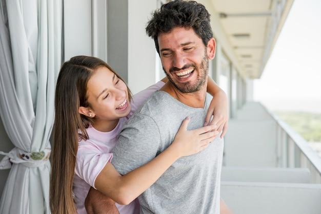 父と娘が父の日に一緒に 無料写真