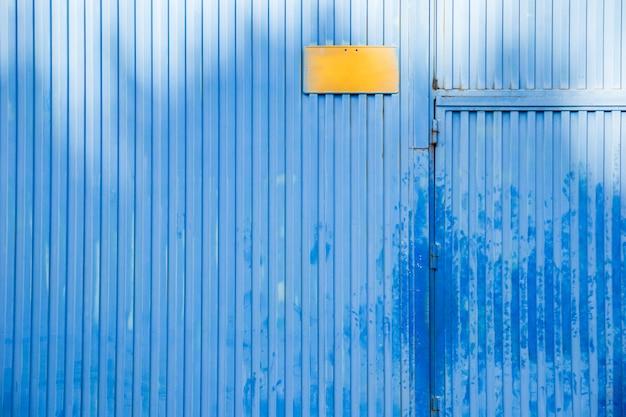 倉庫のドア 無料写真