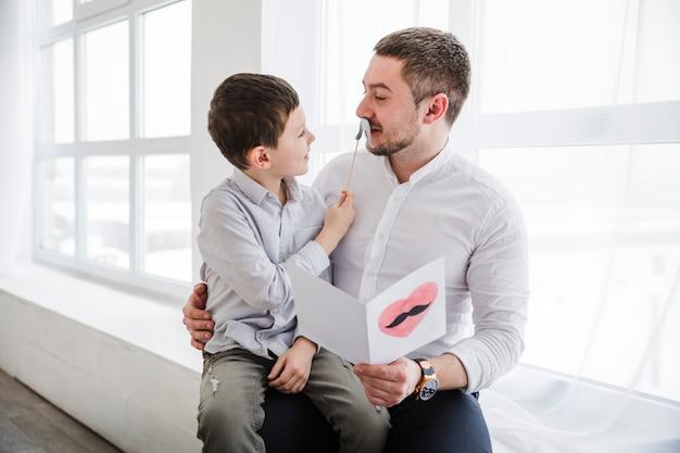 父と息子の父の日に一緒に遊んで 無料写真