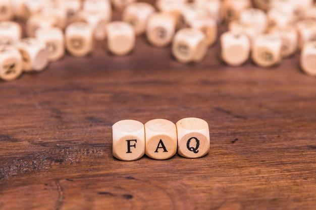 Концепция часто задаваемых вопросов из деревянных блоков Бесплатные Фотографии