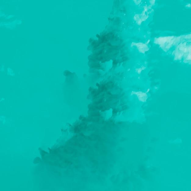 紺碧の雲の柔らかい流れ 無料写真