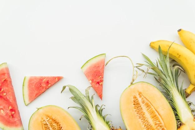 Набор нарезанных тропических фруктов Бесплатные Фотографии