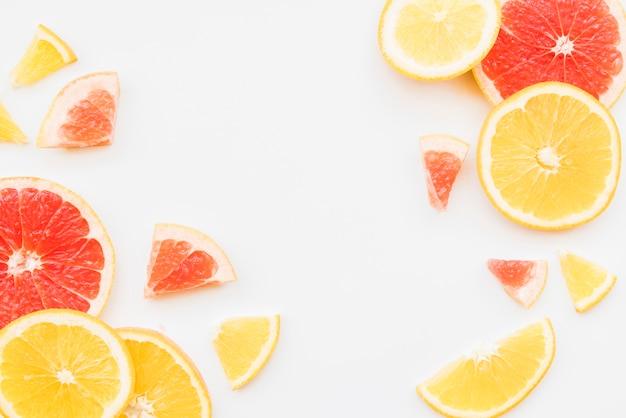 カラフルな柑橘系の果物のスライス 無料写真