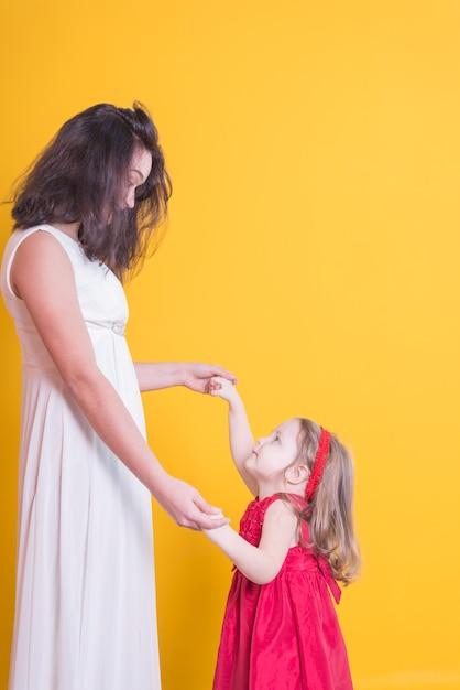 花嫁と女の子 無料写真