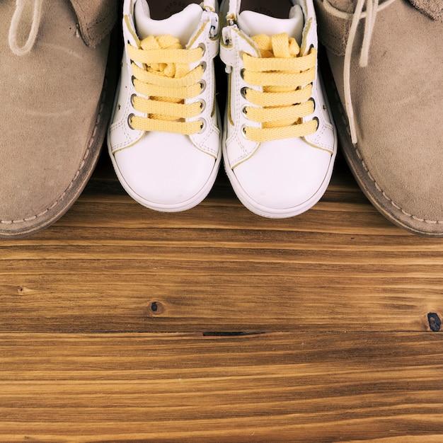 男性と子供のブーツ 無料写真