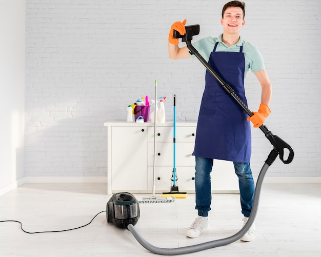 彼の家の掃除人の肖像画 無料写真