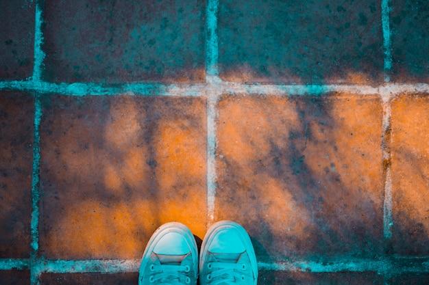 靴と石の床 無料写真