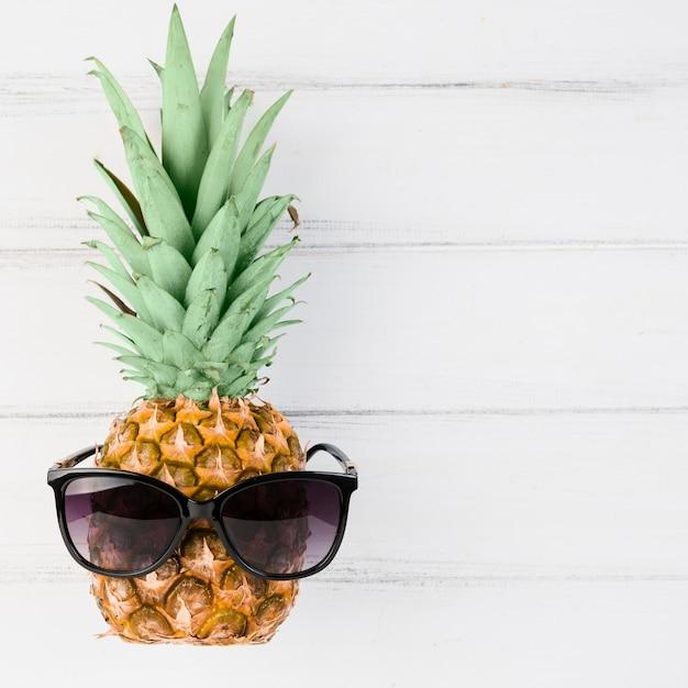 картинки ананасов в очках неквалифицированного специалиста