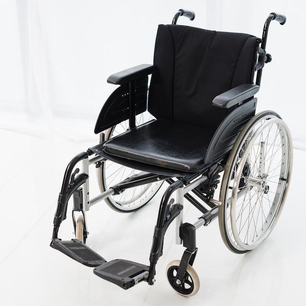 空の車椅子の部屋に駐車 無料写真