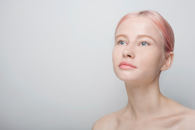 美しい女性と肌ケアのコンセプト 無料写真