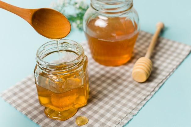 スプーンで蜂蜜の瓶 無料写真
