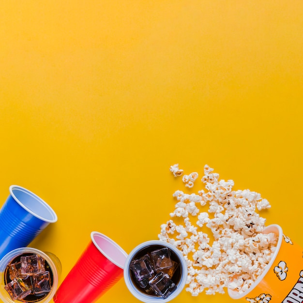 Меню кинотеатра с коробкой для попкорна Бесплатные Фотографии